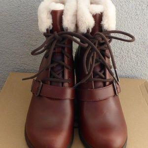 eda0b263dcb NEW UGG Women's Janney Wedge Boots 8